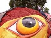 Escultura gigante do Galo da Madrugada é decorada com grafite