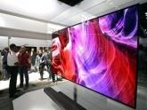 LG apresenta televisão enrolável 4K que será lançada ainda em 2019