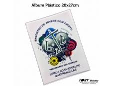 Álbum plástico com miolo de papelão rígido com 10 lâminas internas (saco transparente).Impressão digital ou serigráfica.Tamanho: 20x27cm