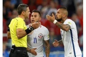 É preciso tempo para entender árbitro de vídeo no futebol, diz técnico do Chile