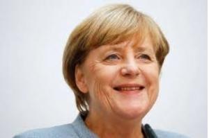 Merkel diz estar aberta a negociações de coalizão com FDP e Verdes, mas também com SPD