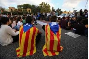 Espanha diz que iniciará no sábado trâmites para intervir na Catalunha