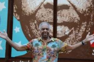 Inaugurado na Cinelândia, no Rio, painel homenageia Gilberto Gil