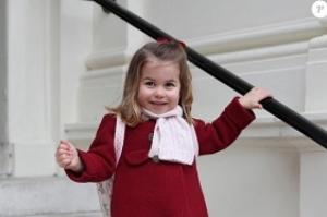 Princesa Charlotte esbanja estilo e dá show de fofura no seu 1º dia de aula