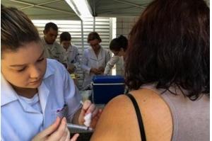 Febre Amarela: conheça sintomas, transmissão e como funciona a vacina fracionada