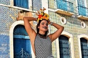Flávia Bittencourt e convidados misturam marchinhas com música eletrônica no Carnaval