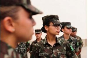 Pela primeira vez, Exército recebe mulheres na Aman para ensino militar bélico