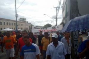 Ambulantes fazem manifestação e paralisam o Centro