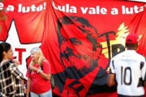 Em carta a militantes em Curitiba, Lula se diz tranquilo e indignado