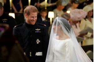 Harry e Meghan Markle se casam em cerimônia emocionante