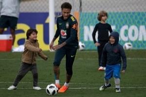 'Ainda não estou 100%', admite Neymar antes de embarque da Seleção