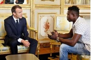 Imigrante do Mali que salvou criança em Paris vai ser naturalizado francês