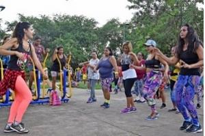 Prefeitura leva programa Dançando nos Bairros para a Feirinha São Luís