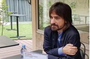 Brasileiro inventor de óculos de holograma disputa Prêmio na Europa