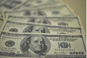 Dólar sobe 2,20% com aumento da tensão comercial entre EUA e China