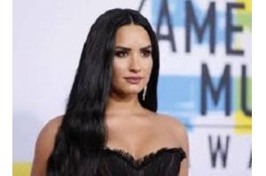 Demi Lovato acorda após ser internada por suspeita de overdose, diz mídia