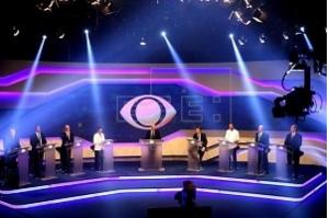 Em primeiro debate eleitoral, candidatos brasileiros prometem acabar com o desemprego