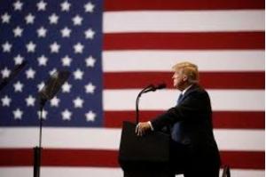Centenas de jornais dos EUA publicam editorial com críticas a Trump por ataques à imprensa