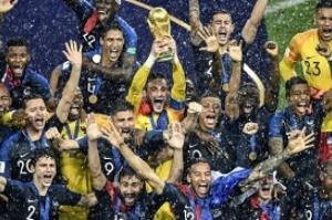 França assume liderança do ranking da Fifa