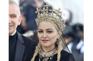 Aos 60 anos, Madonna se mantém sexy e rainha da provocação