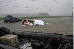 Após furacão, inundações ameaçam Estados Unidos, que já registrou 13 mortos