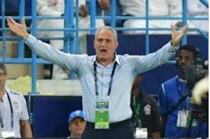 Tite faz mistério mas deve mudar meio time para jogo contra Argentina