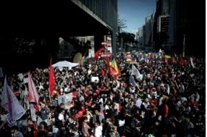 Mulheres fazem ato pelo país contra Bolsonaro e pela democracia