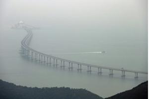 Ponte de 55 km liga as ilhas de Hong Kong e Macau à China continental