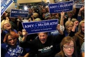 Democratas conquistam maioria na Câmara dos EUA, em revés para Trump