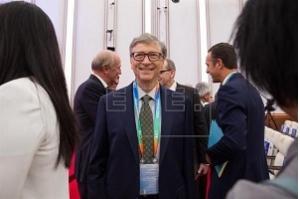 Bill Gates apresenta em Pequim vaso sanitário inovador que funciona sem água