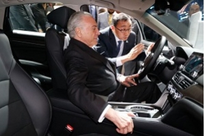 Temer assina decreto que regulamenta novo regime automotivo