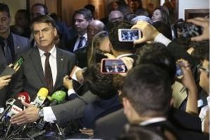 Bolsonaro se reúne hoje com Maia, embaixadores e governadores