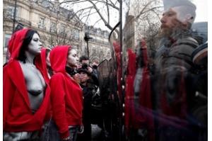 Coletes amarelos voltam a protestar na França apesar de concessões de Macron