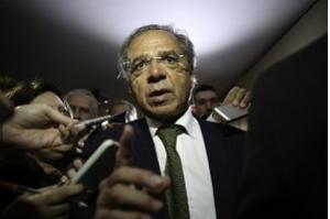 Paulo Guedes diz que pretende cortar até 50% das verbas do Sistema S