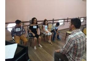 Teatro Arthur Azevedo abre vagas para curso de piano e canto coral
