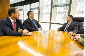 Flávio Dino convida vice-presidente Hamilton Mourão para Fórum de Governadores do Nordeste