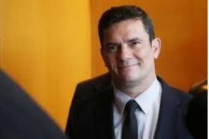 Pacote anticrime de Moro vai ao Congresso na 3a-feira, diz Bolsonaro