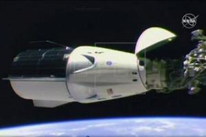 Cápsula da SpaceX se acopla com sucesso na Estação Espacial Internacional
