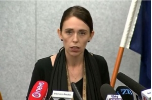 Após massacre, premiê da Nova Zelândia promete mudar leis de armas
