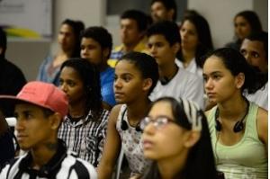 Jovens têm menos chance de contratação e mais de serem demitidos