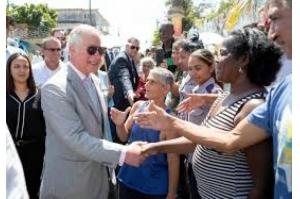 Príncipe Charles inaugura estátua de Shakespeare e conversa com cubanos