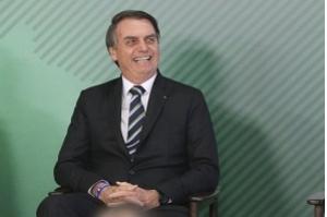 Bolsonaro cria 13º salário para o Bolsa Família