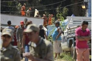 Número de mortos no desabamento de prédios no Rio chega a 15