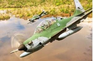 FAB intercepta avião com quase 500 quilos de cocaína