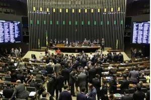 Câmara aprova MP que amplia capital estrangeiro na aviação