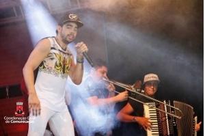Cantor Gabriel Diniz morre em queda de avião em Sergipe