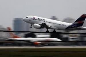 Bolsonaro veta franquia mímima gratuita de bagagem em voos