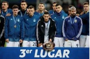 Copa América: Messi é expulso, mas Argentina vence Chile e fica em 3°