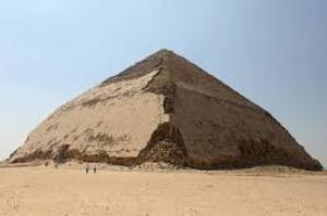 Egito abre Pirâmide Curvada para visitação
