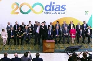 Bolsonaro reitera que pretende indicar Eduardo para embaixada nos EUA